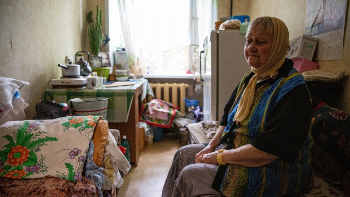 Власти Новосибирска ответили женщине-инвалиду, которая живет на 8 квадратах и ждёт выселения