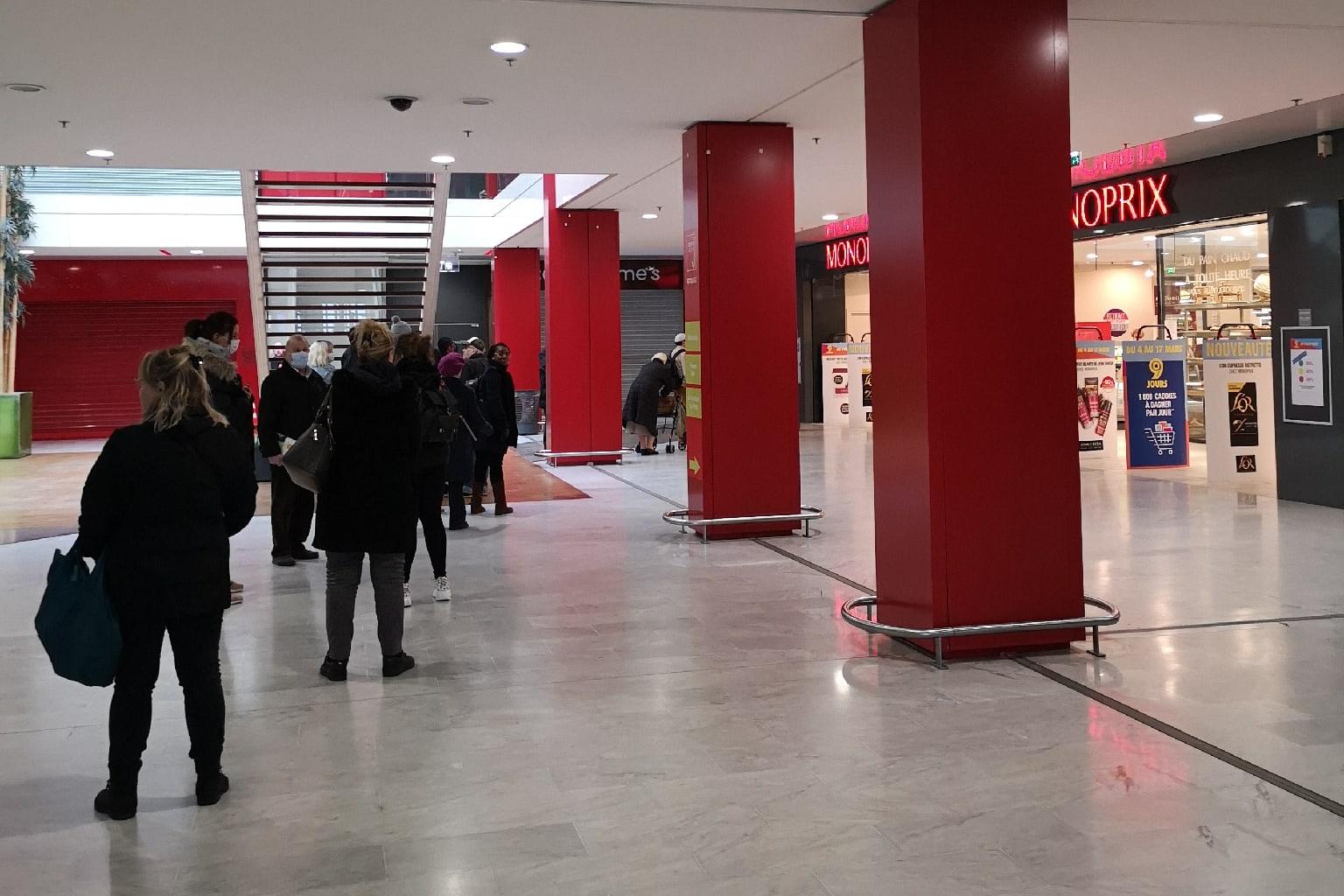 В общественных местах Мюлуза все меньше и меньше людей