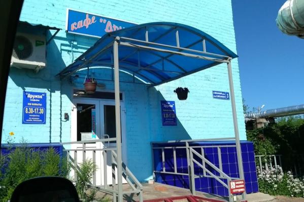 Это кафе, по словам директора, кормит школьников уже 50 лет