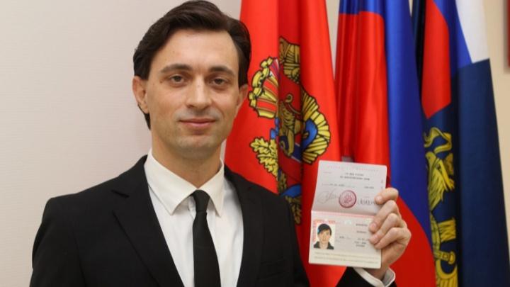 Попросивший у Путина гражданство итальянский волонтер получил паспорт в Красноярске