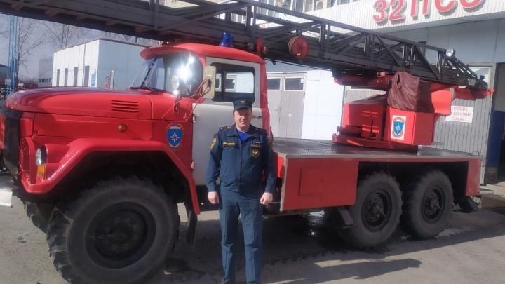 «Ушел под воду, держался за льдину»: подробности спасения тонущего мужчины на Лесобазе