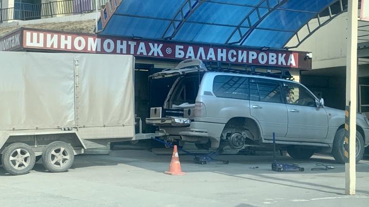 Долой шипы: новосибирцы ломанулись ставить на машины летние шины