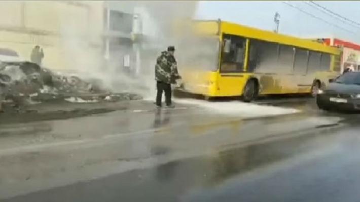 В Перми рядом с ТЦ «Браво» загорелся автобус № 80