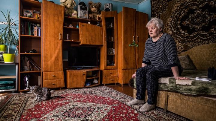 «Легла и собралась умирать». История сибирячки, у которой в 48 лет начали бесконтрольно дрожать руки и ноги