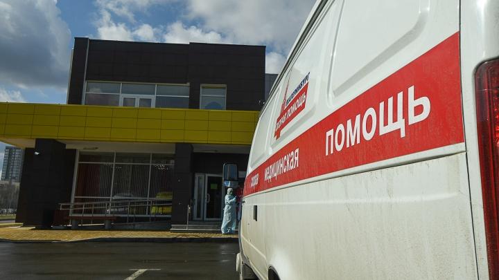 В Екатеринбурге врач скорой помощи заразился COVID-19 и умер