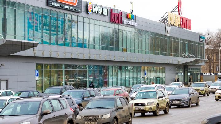 Владелец ТЦ «МегаСити» хочет узаконить пристрой с кинотеатром