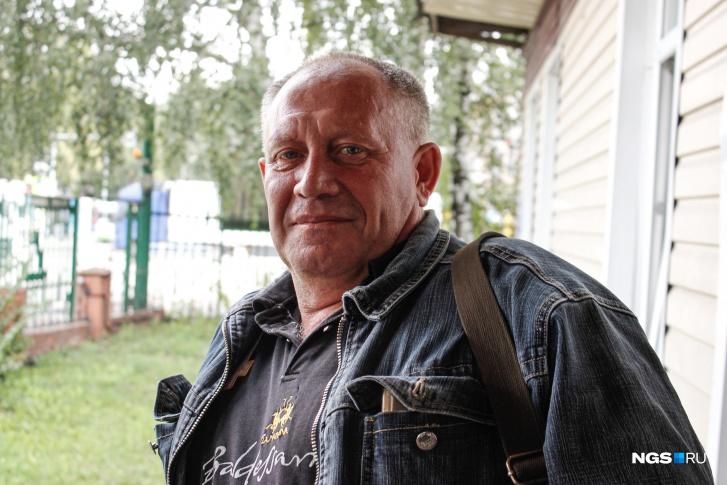 Юрий не пьёт уже пять лет, но на охоту всегда берёт с собой бутылку водки