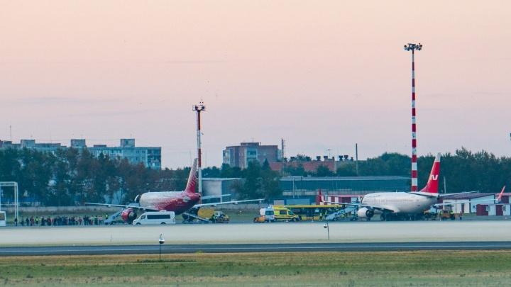 В омском аэропорту к трапу самолёта из Москвы подали реанимацию
