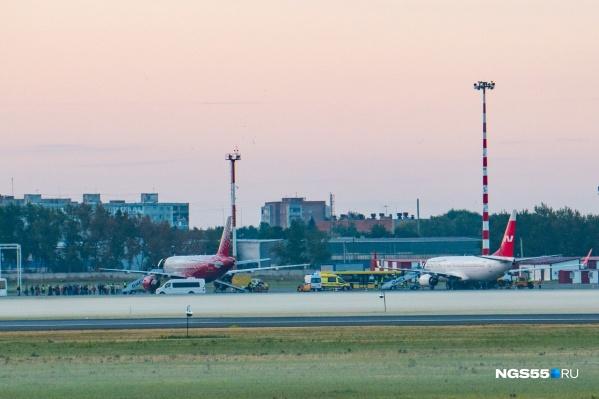 Самолёт «Северного ветра» сел в омском аэропорту в 6:09