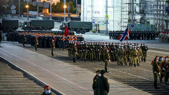 В Екатеринбурге пройдет генеральная репетиция парада: показываем, по каким улицам не проехать