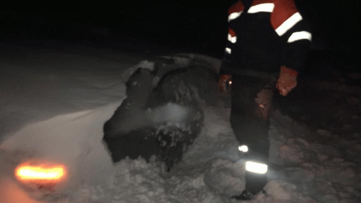 В Башкирии троих взрослых и трех детей вызволили из-под снежных завалов
