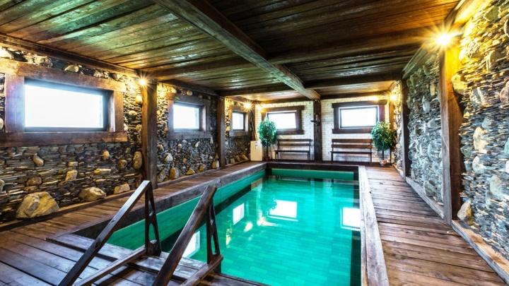 В Омском районе выставили на продажу базу отдыха в средневековом стиле за 36 миллионов