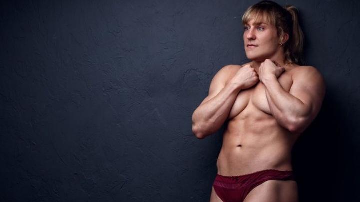 «Сейчас все девушки одинаковые»: силачка из Магнитогорска — о хейтерах и красоте с мускулами