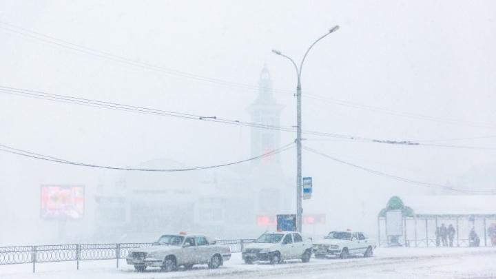 Новосибирских автомобилистов предупредили об опасностях на дорогах из-за туманов и гололедицы