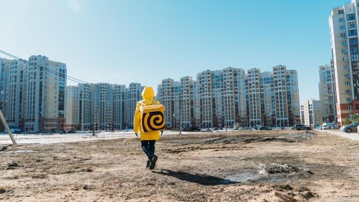 Жёлтый человек в опустевшем городе: как работает курьер «Яндекс.Еды» во время карантина