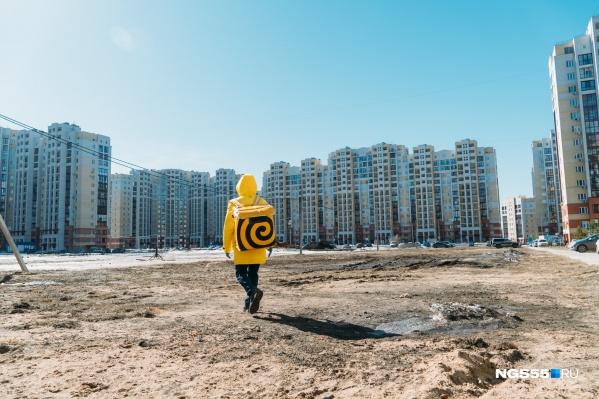 Даже такие густонаселенные кварталы выглядят опустевшими