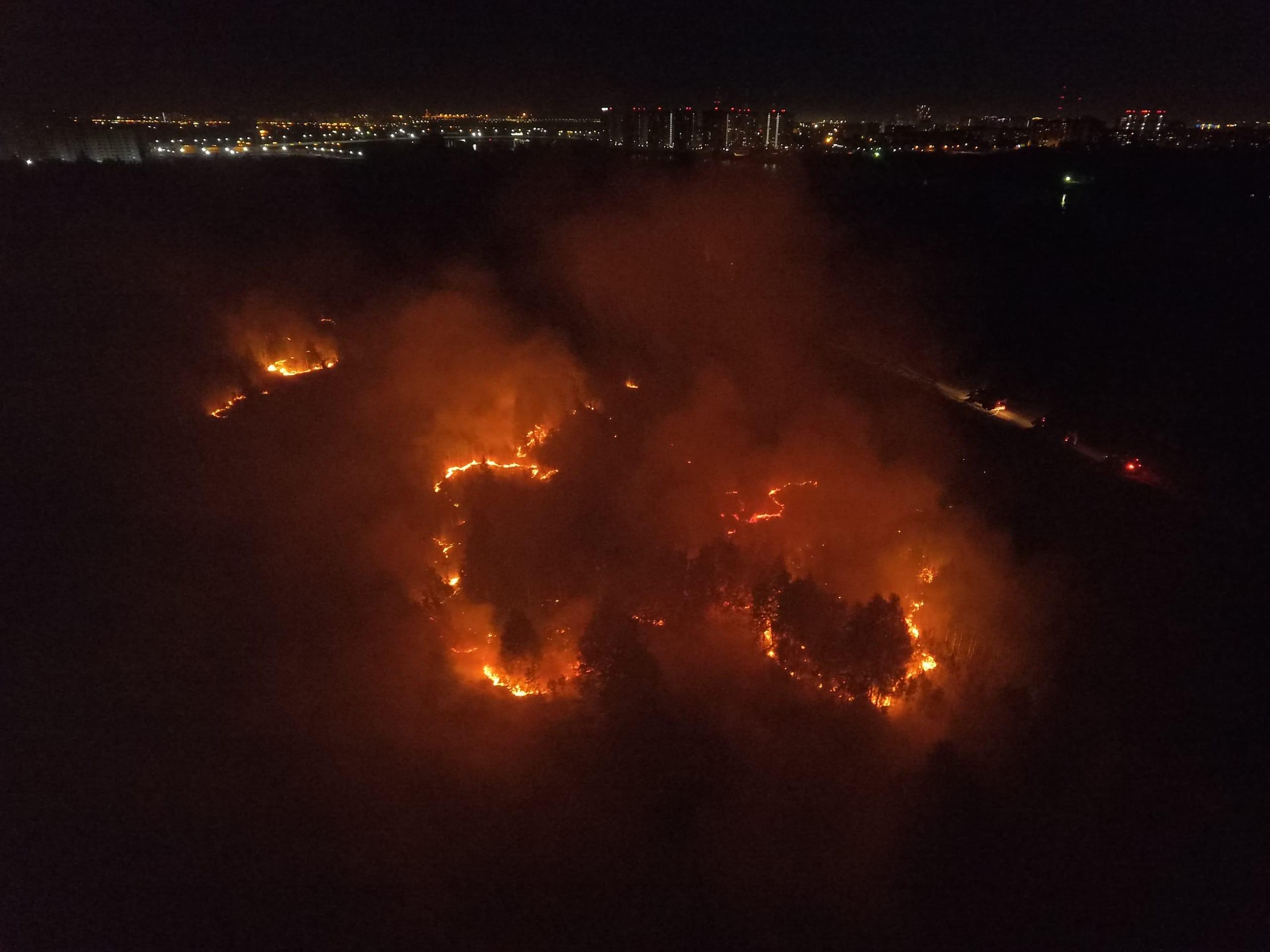 Клубы дыма охватили всю округу в Зареке