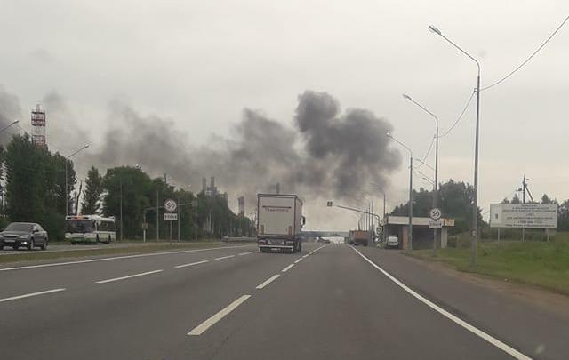 Клубы черного дыма у ярославского НПЗ: что случилось