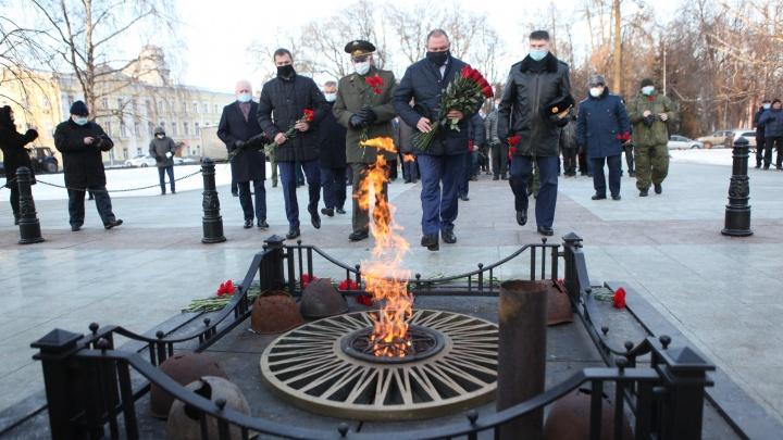 Ярославские власти потратят миллион рублей из бюджета на большие букеты роз