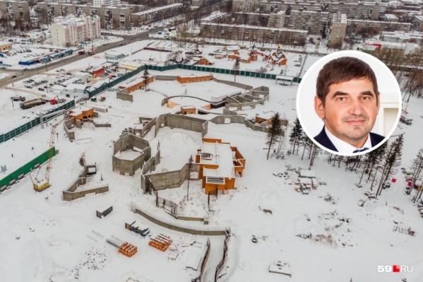 Дмитрий Левинский былгендиректором ГКУ «УКС Пермского края», которое выступало заказчиком строительства зоопарка