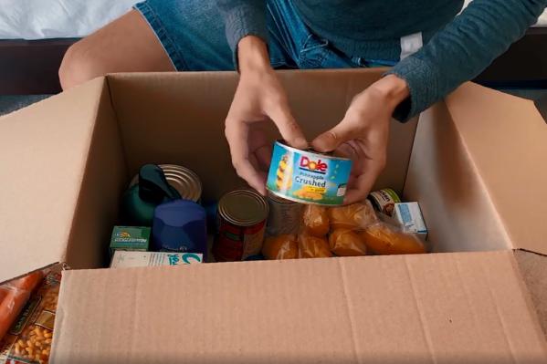 Туристу прислали две коробки с едой и средствами гигиены