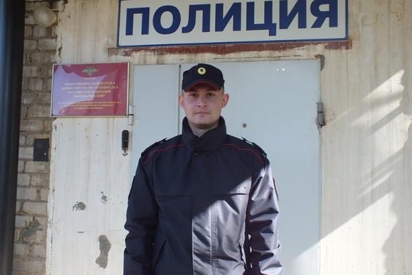 Лейтенант внутренней службы Рустам Носков и нашел потерявшихся девочек