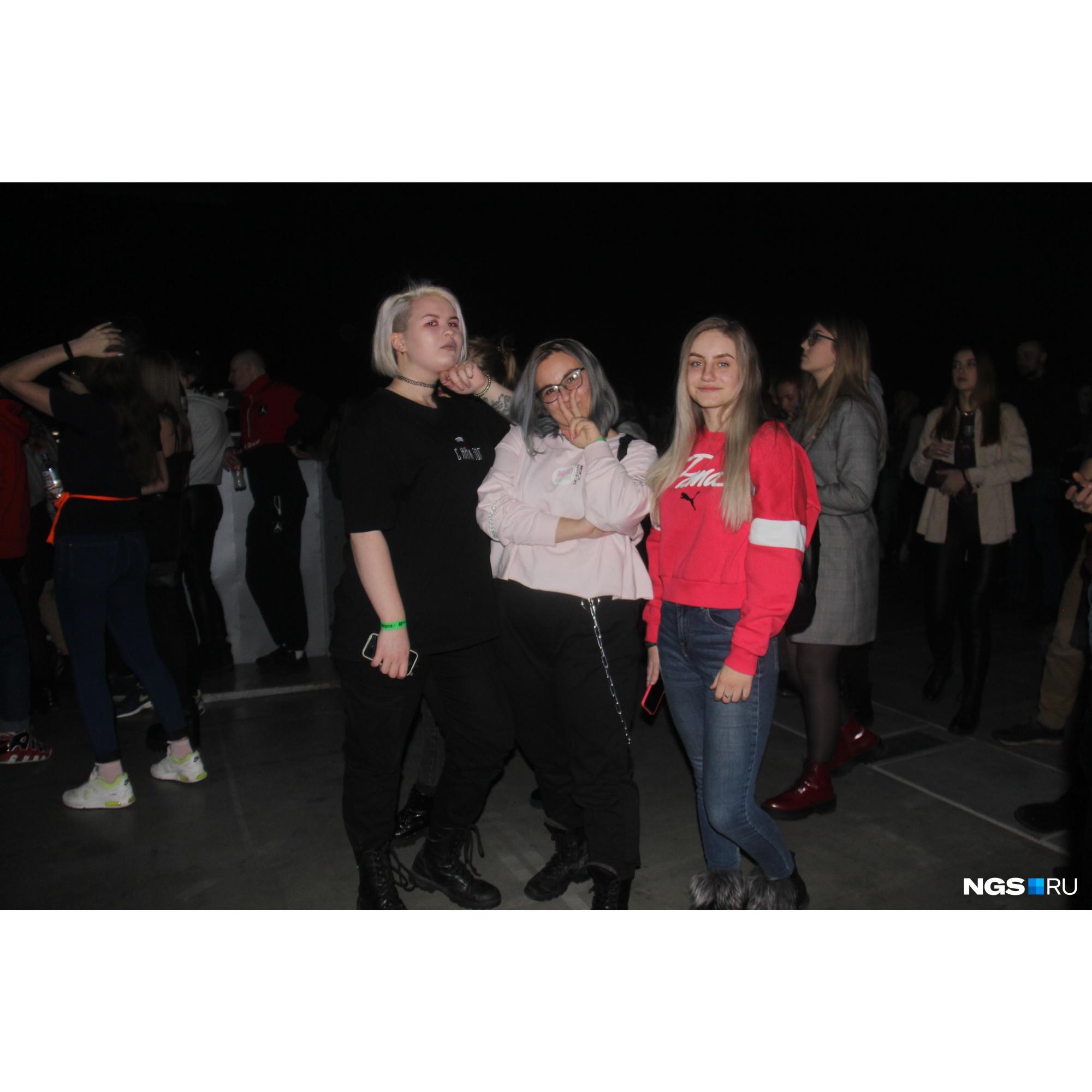 Настя, 21 год, Маша, 20 лет и Маша, 21 год пришли на концерт повеселиться