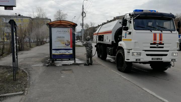 Спасатели обработали более 35 км городских дорог в течение дня