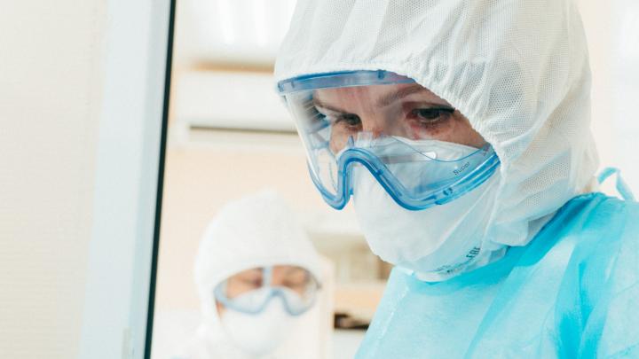 В Омской области впервые с августа больше сотни заболевших коронавирусом в день