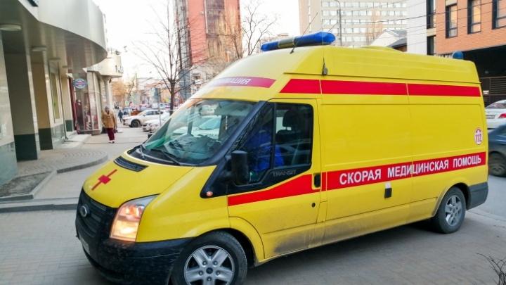У здания ростовского УФМС умер пожилой мужчина