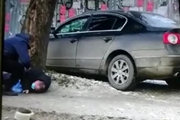 Сбив мужчину, иномарка врезалась в забор