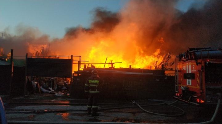 «Дома сгорели из-за чайника»: подробности крупного пожара в Запанском
