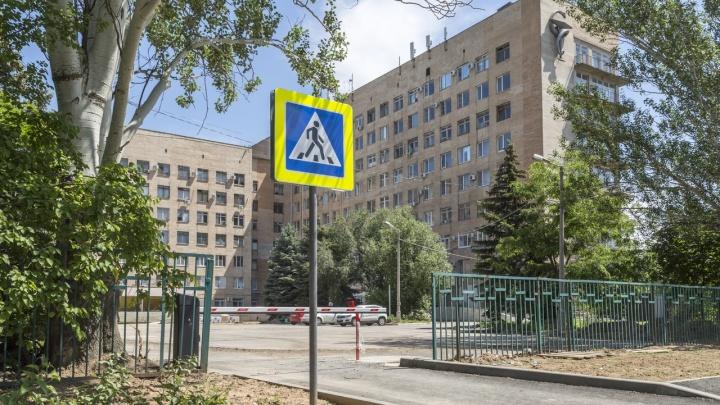 Поговорила по телефону и выпала: под Волгоградом онкобольная погибла, упав с верхнего этажа больницы Фишера
