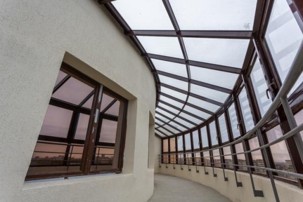 В некоторых квартирах есть даже крытые террасы