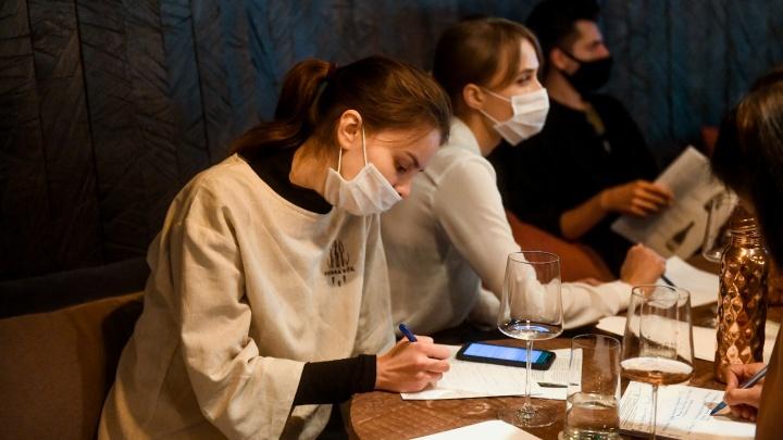 Кому запретили работать ночью и где надо надевать маску? Разбираем с юристом новый указ губернатора
