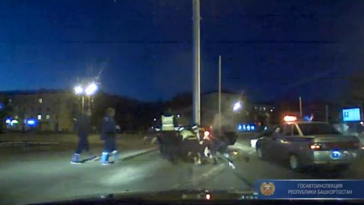 Сотрудники ДПС в Уфе сняли на видео ночную погоню за пьяным лихачом на Mercedes