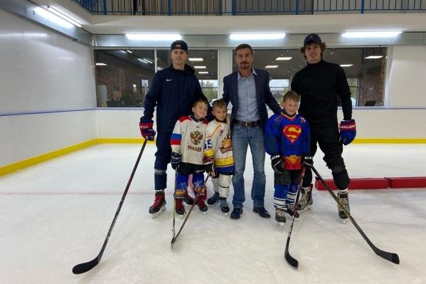 Во время визита в Пермь Денис Никифоров успел встретиться с воспитанниками хоккейной школы «Льдина»