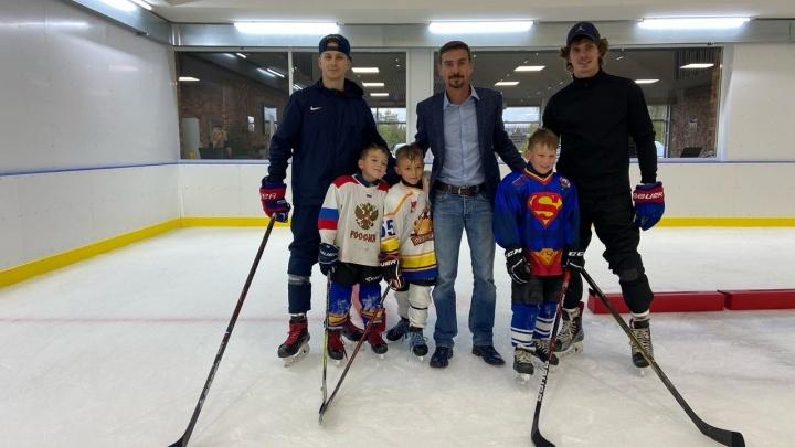 Звезда сериала «Молодежка» Денис Никифоров прилетел в Пермь на финал детского хоккейного турнира