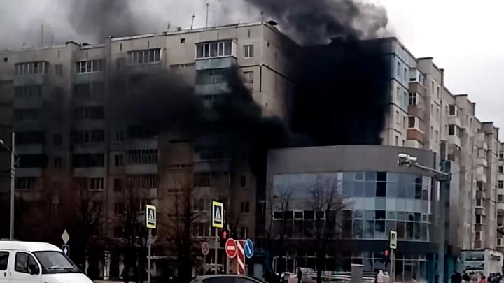 Дым закоптил весь район. В Тобольске сгорело недостроенное здание