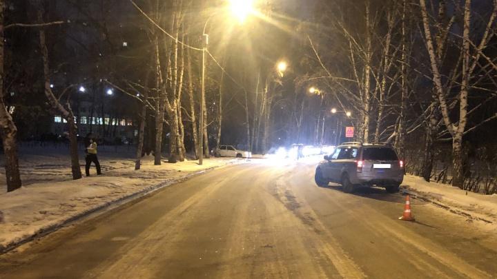 «Мальчик выбежал неожиданно»: в Екатеринбурге Subaru Forester сбил 9-летнего ребенка