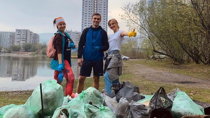 «Захотелось сделать приятное природе»: трое красноярцев собрали 30 мешков мусора на острове Отдыха