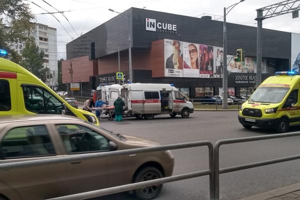 Медики оперативно забрали мужчину в больницу