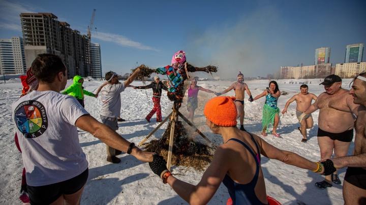 Прощаемся с зимой и здравым смыслом: как страна сходила с ума на Масленицу — в 30 фото