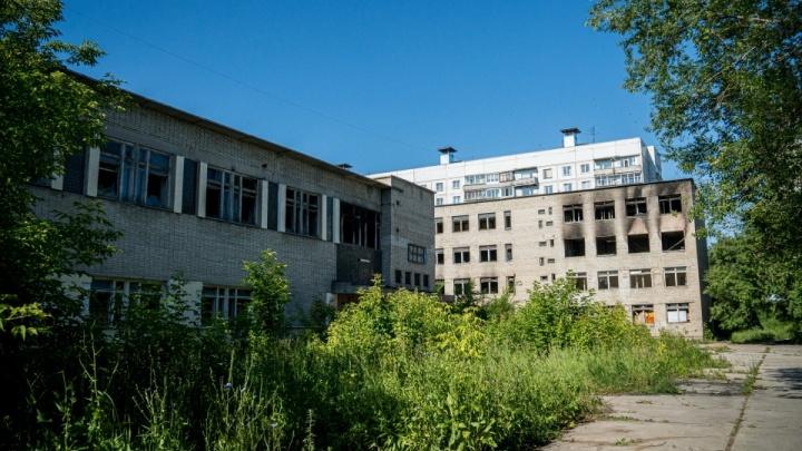 На месте заброшенного ПТУ в Калининском районе решили построить гостиницу
