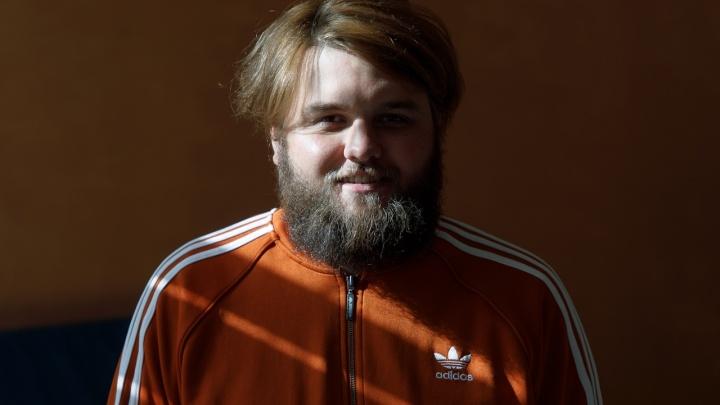 «На День учителя мне тоже дарят цветы»: история бородатого физрука, застрявшего в волгоградской школе