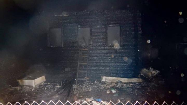 Сгорели мама и сын: в Ярославской области в пожаре погибла семья