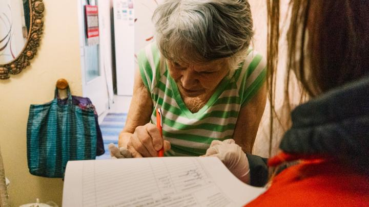 В Красноярском крае снова продлили больничные по карантину для работающих пенсионеров