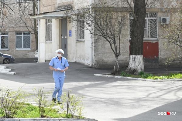 Медики Ростовской области получат не только зарплату, но и дополнительные выплаты