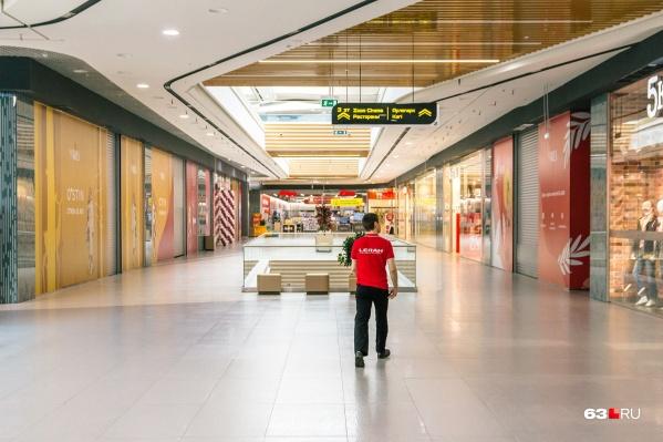 Торговые центры уже опустели