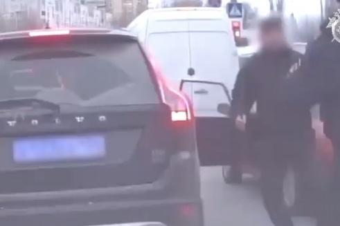 Левон Оганесян моментально схватился за монтировку